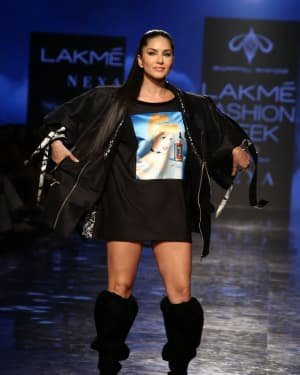 Photos: Sunny Leone Walks For Swapnil Shinde At LFW 2020 | Picture 1720044