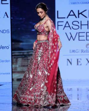Photos: Malaika Arora Walks For Varun Chakkilam At LFW 2020 | Picture 1720245