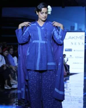 Photos: Neha Mahajan Walks Ramp For Jayati Goenka At LFW 2020 | Picture 1720273