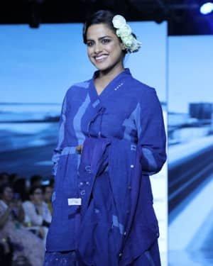 Photos: Neha Mahajan Walks Ramp For Jayati Goenka At LFW 2020 | Picture 1720275