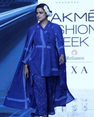 Photos: Neha Mahajan Walks Ramp For Jayati Goenka At LFW 2020 | Picture 1720271