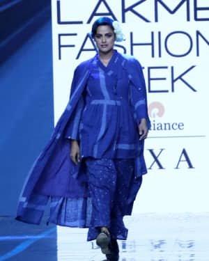 Photos: Neha Mahajan Walks Ramp For Jayati Goenka At LFW 2020 | Picture 1720270