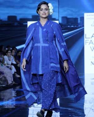 Photos: Neha Mahajan Walks Ramp For Jayati Goenka At LFW 2020 | Picture 1720272