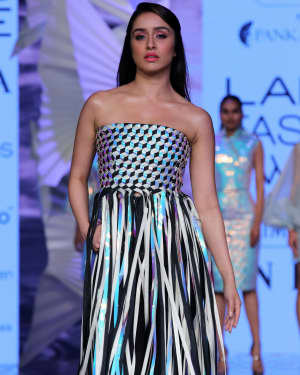 Photos: Shraddha Kapoor Walks For Rielan By Pankaj And Nidhi At LFW 2020 | Picture 1720908