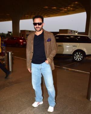 Saif Ali Khan - Photos: Bunty Aur Babli 2 Cast Snapped At Airport | Picture 1721158