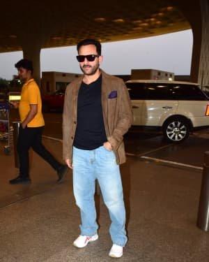 Saif Ali Khan - Photos: Bunty Aur Babli 2 Cast Snapped At Airport | Picture 1721157