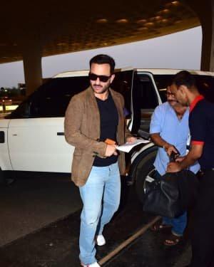 Saif Ali Khan - Photos: Bunty Aur Babli 2 Cast Snapped At Airport | Picture 1721156