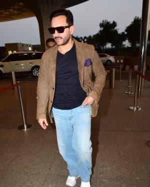 Saif Ali Khan - Photos: Bunty Aur Babli 2 Cast Snapped At Airport | Picture 1721160