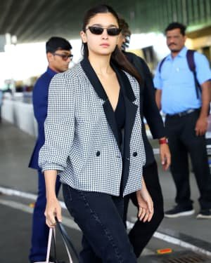 Photos: Celebs Snapped At Airport As They Leave For Filmfare Awards | Picture 1721735