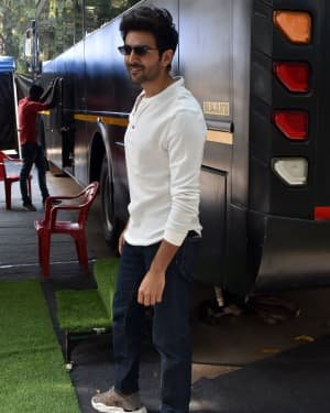 Kartik Aaryan - Photos:  Celebs Spotted At Filmcity | Picture 1721786
