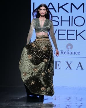Photos: Diana Penty Walks For Shivana Naresh At LFW 2020 | Picture 1721597