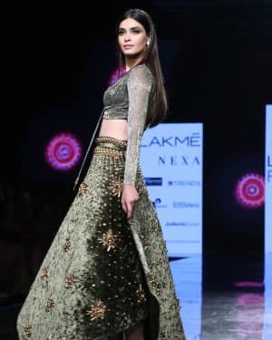 Photos: Diana Penty Walks For Shivana Naresh At LFW 2020 | Picture 1721608