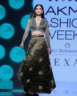 Photos: Diana Penty Walks For Shivana Naresh At LFW 2020 | Picture 1721598