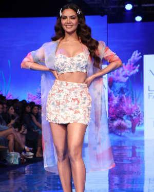 Photos: Esha Gupta At Lakme Fashion Week Summer Resort 2020 | Picture 1721667