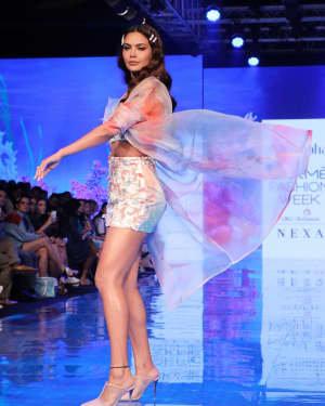 Photos: Esha Gupta At Lakme Fashion Week Summer Resort 2020 | Picture 1721664