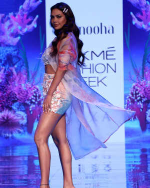 Photos: Esha Gupta At Lakme Fashion Week Summer Resort 2020 | Picture 1721665