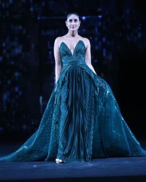 Photos: Kareena Kapoor Walks Ramp At LFW 2020 Grand Finale | Picture 1721778