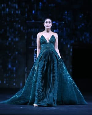 Photos: Kareena Kapoor Walks Ramp At LFW 2020 Grand Finale | Picture 1721777