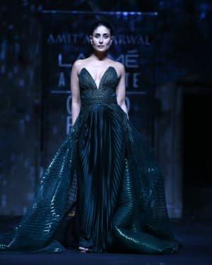 Photos: Kareena Kapoor Walks Ramp At LFW 2020 Grand Finale | Picture 1721781