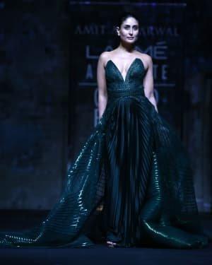 Photos: Kareena Kapoor Walks Ramp At LFW 2020 Grand Finale | Picture 1721782