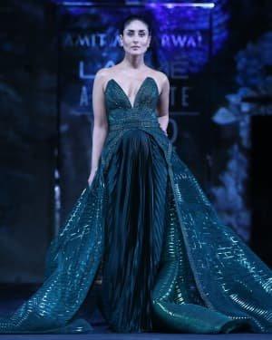 Photos: Kareena Kapoor Walks Ramp At LFW 2020 Grand Finale | Picture 1721783