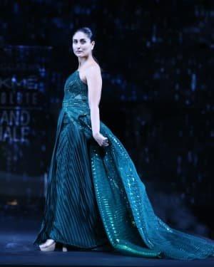 Photos: Kareena Kapoor Walks Ramp At LFW 2020 Grand Finale | Picture 1721780