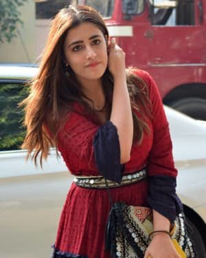 Nupur Sanon - Photos: Celebs Spotted At Juhu
