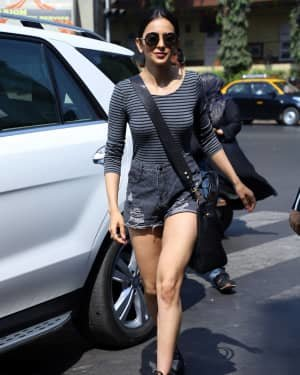 Rakul Preet Singh - Photos: Celebs Spotted At Bandra