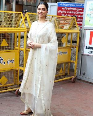 Photos: Deepika Padukone Visits Siddhivinayak Temple Ahead Of Chhapaak Release | Picture 1713807