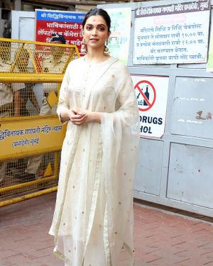 Photos: Deepika Padukone Visits Siddhivinayak Temple Ahead Of Chhapaak Release | Picture 1713804