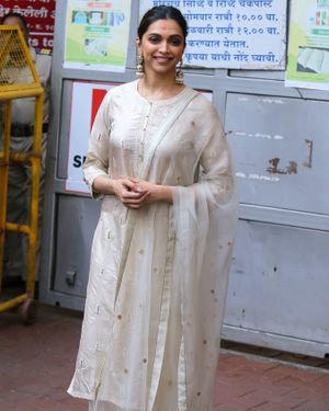 Photos: Deepika Padukone Visits Siddhivinayak Temple Ahead Of Chhapaak Release