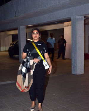 Bhumi Pednekar - Photos: Celebs Spotted At Santacruz | Picture 1713892
