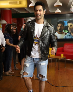 Varun Dhawan - Photos: Promotion Of Film Street Dancer 3D At Radio Mirchi Office | Picture 1714675