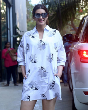 Kriti Sanon - Photos: Celebs Spotted At Maddock Office In Santacruz