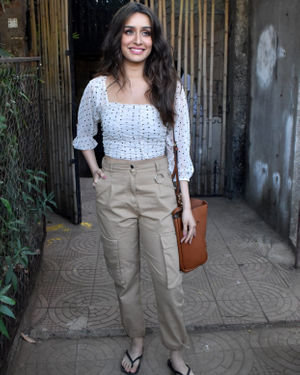 Shraddha Kapoor - Photos: Celebs Spotted At Versova | Picture 1715073