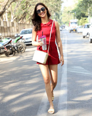 Krystle D'Souza - Photos: Celebs Spotted At Juhu   Picture 1715908