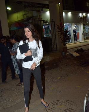 Shanaya Kapoor - Photos: Celebs Spotted At Juhu   Picture 1716400