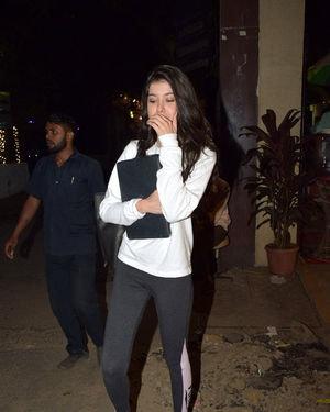 Shanaya Kapoor - Photos: Celebs Spotted At Juhu   Picture 1716395