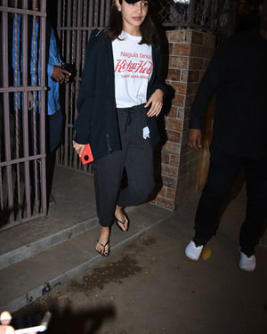Anushka Sharma - Photos: Celebs Spotted At Bandra | Picture 1716530