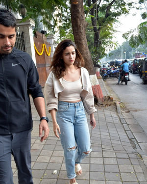 Alia Bhatt - Photos: Celebs Spotted At Juhu | Picture 1716431