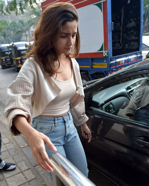 Alia Bhatt - Photos: Celebs Spotted At Juhu | Picture 1716433
