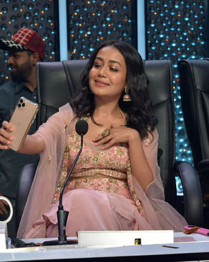 Neha Kakkar - Photos: Promotion Of Film Malang On The Sets Of Indian Idol | Picture 1716470