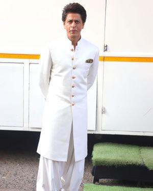 Photos: Shahrukh Khan On The Sets Of Dance Plus 5