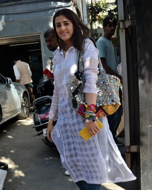 Nupur Sanon - Photos: Celebs Spotted At Juhu | Picture 1717902