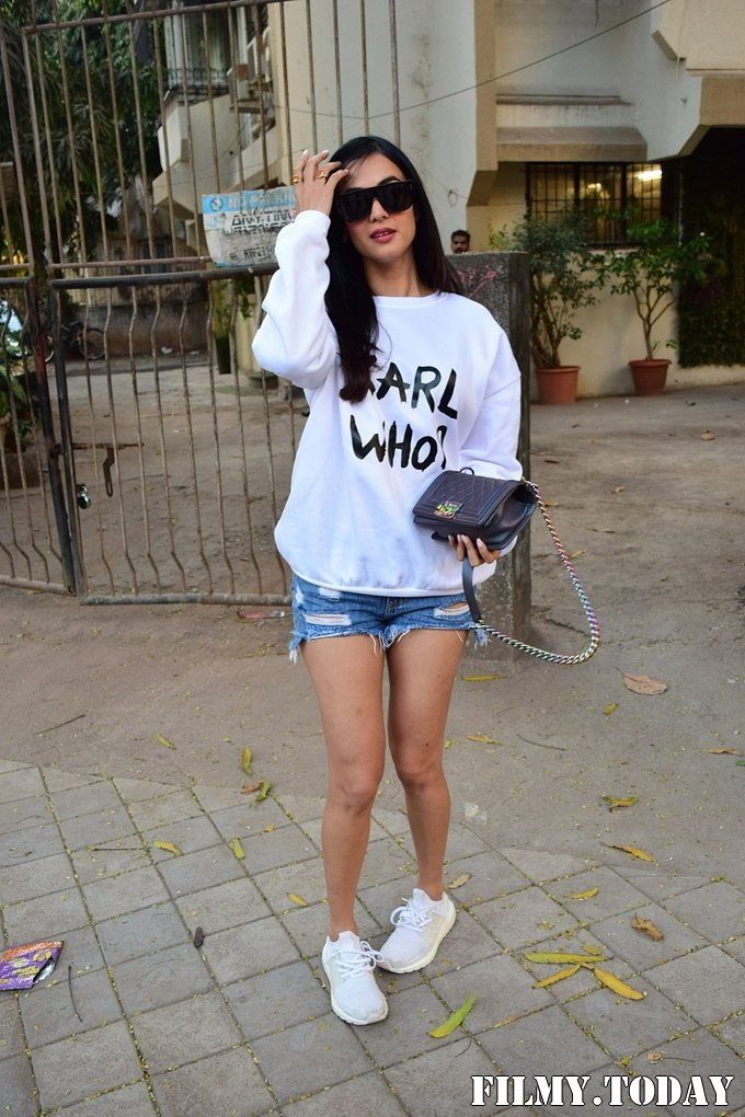 Sonal Chauhan - Photos: Celebs Spotted At Kromakay Salon In Juhu | Picture 1717892