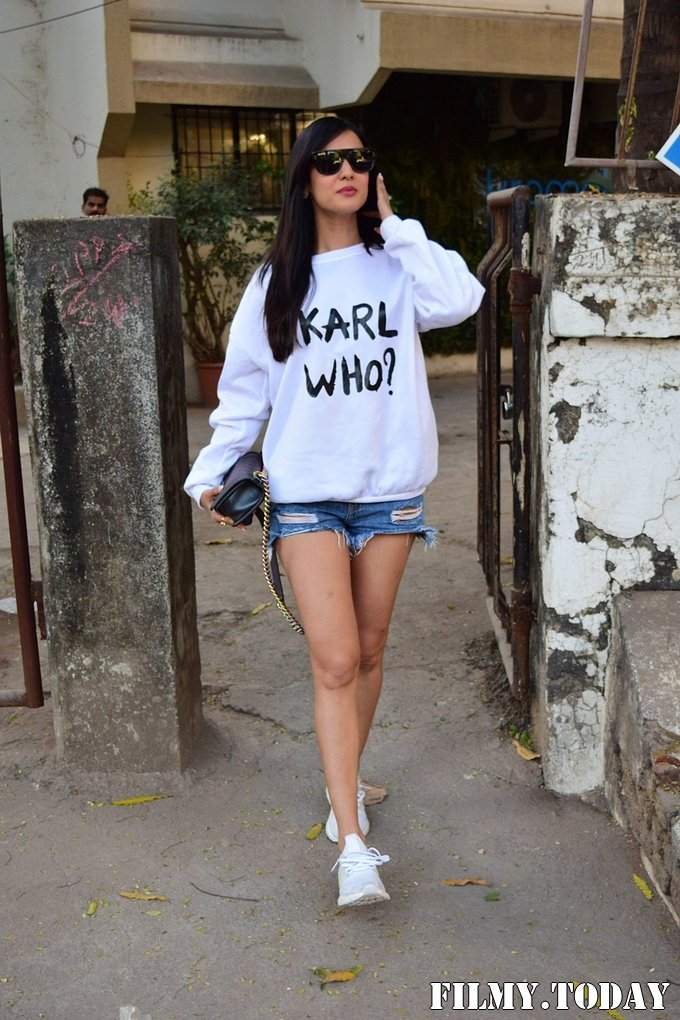 Sonal Chauhan - Photos: Celebs Spotted At Kromakay Salon In Juhu | Picture 1717891