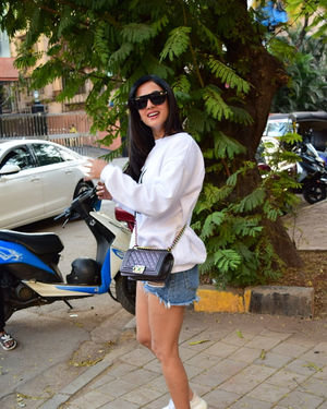 Sonal Chauhan - Photos: Celebs Spotted At Kromakay Salon In Juhu | Picture 1717898