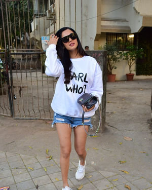 Sonal Chauhan - Photos: Celebs Spotted At Kromakay Salon In Juhu | Picture 1717893