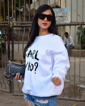 Sonal Chauhan - Photos: Celebs Spotted At Kromakay Salon In Juhu | Picture 1717895