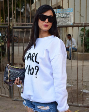 Sonal Chauhan - Photos: Celebs Spotted At Kromakay Salon In Juhu | Picture 1717899